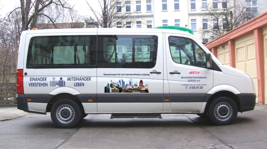 Ein Fahrzeug des Behindertenfahrdienst des Behindertenverbandes Leipzig e.V.